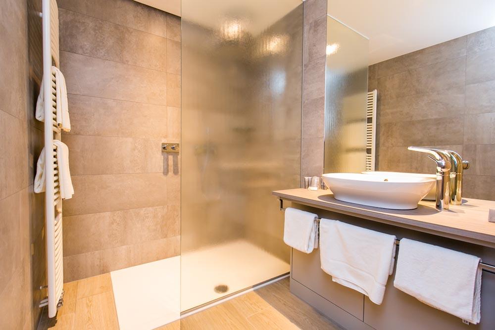 Natuursteen In Badkamer : A d a projects vloerwerken keramische en natuursteen vloeren